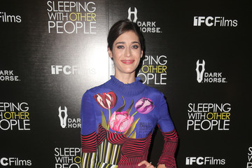 Lizzy Caplan Premiere of IFC Films' 'Sleeping With Other People' - Arrivals