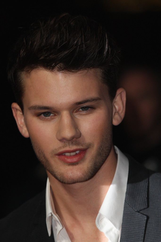 Jeremy Irvine Photos P...