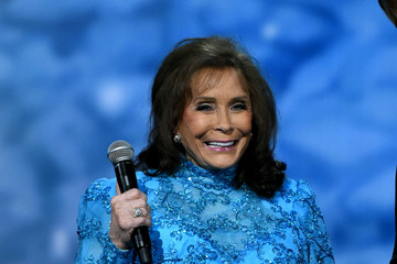 Loretta Lynn CMA 2016 Country Christmas