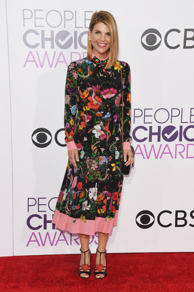 People's Choice Awards 2017 - Arrivals [red carpet,clothing,carpet,dress,fashion model,fashion,flooring,footwear,premiere,hairstyle,peoples choice awards,microsoft theater,los angeles,california,lori loughlin,arrivals]