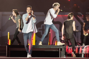 Louis Tomlinson One Direction Performs at CenturyLink Field