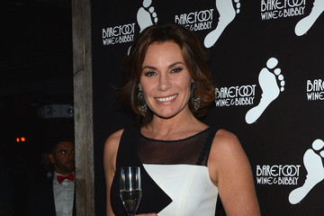 LuAnn de Lesseps Barefoot Bubbly Toasts to OUT