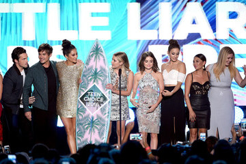 Lucy Hale Shay Mitchell Teen Choice Awards 2016 - Show