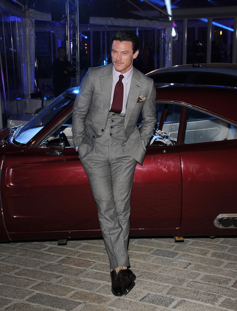 http://www2.pictures.zimbio.com/gi/Luke+Evans+Celebs+Attend+Fast+Furious+6+After+kwEQOxELy-nx.jpg