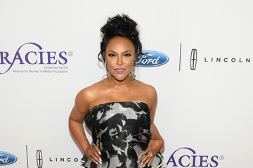 Lynn Whitfield 42nd Annual Gracie Awards - Arrivals