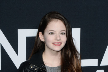 Mackenzie Foy - Biography, Filmography of American Actress and Model