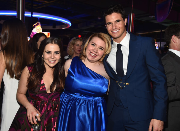 Mae Whitman and Robbie Amell Photos - Zimbio