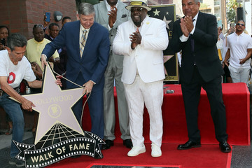 Magic Johnson Cedric The Entertainer Honored With Star On The Hollywood Walk Of Fame