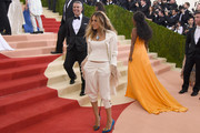 """Andy Cohen and Sarah Jessica Parker attend the """"Manus x Machina: Fashion In An Age Of Technology"""" Costume Institute Gala at Metropolitan Museum of Art on May 2, 2016 in New York City."""