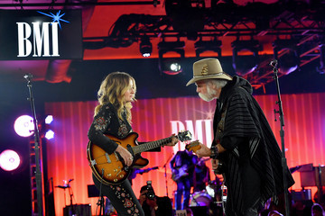 Margo Price Dwight Yoakam With President's Award At 67th Annual Country Awards Dinner - Show