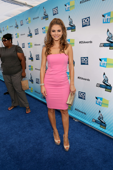 Maria Menounos TV personality Maria Menounos arrives at DoSomething.org and VH1's 2012 Do Something Awards at Barker Hangar on August 19, 2012 in Santa Monica, California.