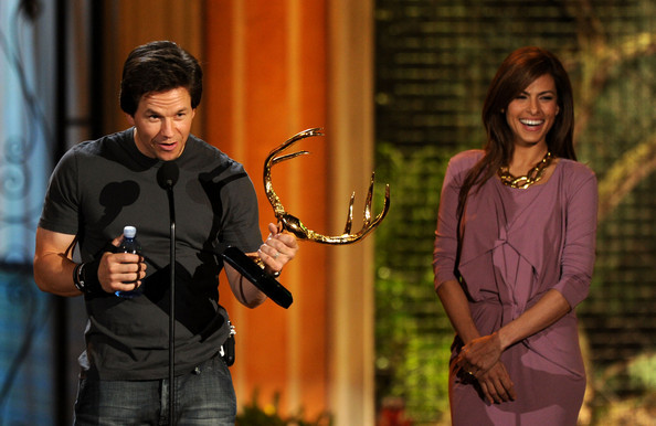 "Mark Wahlberg Actor Mark Wahlberg accepts the Guy of the Year award from actress Eva Mendes onstage during Spike TV's 5th annual 2011 ""Guys Choice"" Awards at Sony Pictures Studios on June 4, 2011 in Culver City, California."