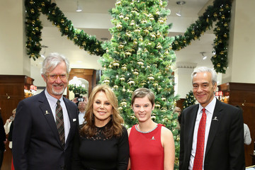 Marlo Thomas Brooks Brothers Celebrates the Holidays With St. Jude Children's Research Hospital