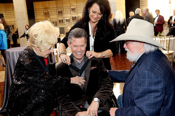 Mary Davis Randy Travis Country Music Hall Of Fame 2018 Medallion Ceremony Honors Inductees Johnny Gimble, Ricky Skaggs And Dottie West