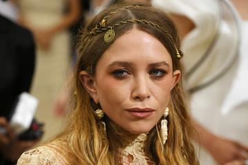 "Mary-Kate Olsen ""Rei Kawakubo/Comme des Garcons: Art of the In-Between"" Costume Institute Gala - Arrivals"