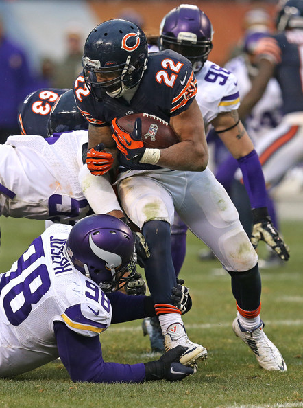 Minnesota Vikings v Chicago Bears [chicago bears,minnesota vikings,sports gear,sports,helmet,gridiron football,football gear,football helmet,canadian football,football equipment,american football,sports equipment,soldier field,illinois,chicago,matt forte,anthony barr,linval joseph]