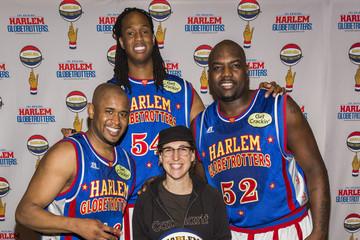 Mayim Bialik Harlem Globetrotters 2014 World Tour