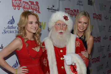 Melissa Ordway Hunter King Arrivals at the Hollywood Christmas Parade — Part 3