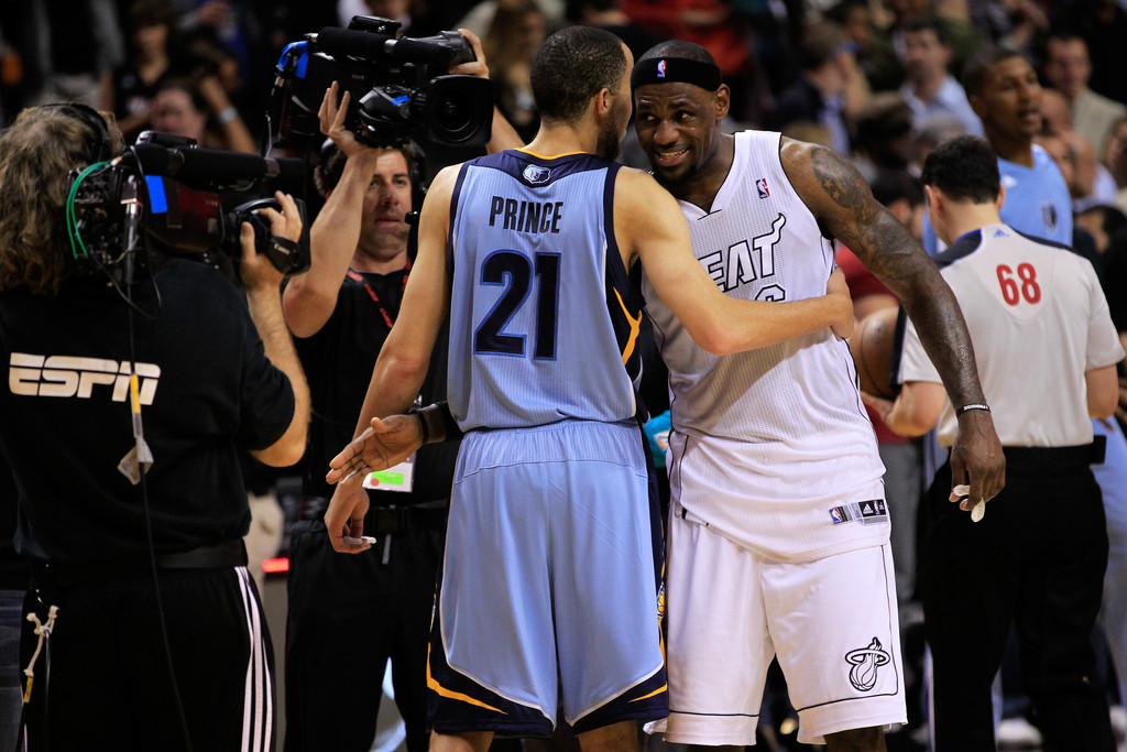 Tayshaun Prince and LeBron James Photos - Memphis Grizzlies v Miami ...