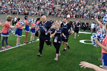 Michael Chiklis Tom Brady Football Challenge For the Best Buddies Challenge