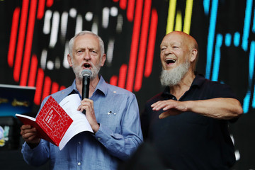 Michael Eavis Jeremy Corbyn Makes a Guest Appearance at Glastonbury Festival