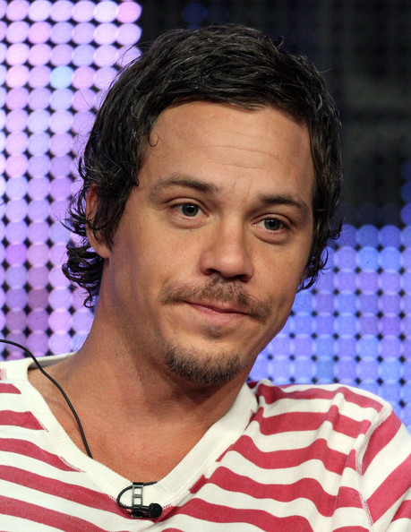 The 40-year old son of father (?) and mother(?), 175 cm tall Michael Raymond-James in 2018 photo