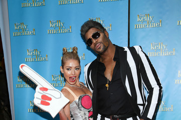Michael Strahan Kelly Ripa Kelly Ripa and Michael Strahan Celebrate Halloween