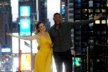 Michael Strahan Highwire Live In Times Square With Nik Wallenda