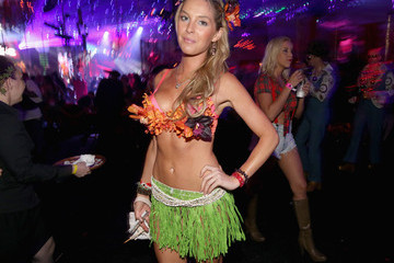 Michelle Mclaughlin Playboy Mansion Hosts Annual Halloween Bash