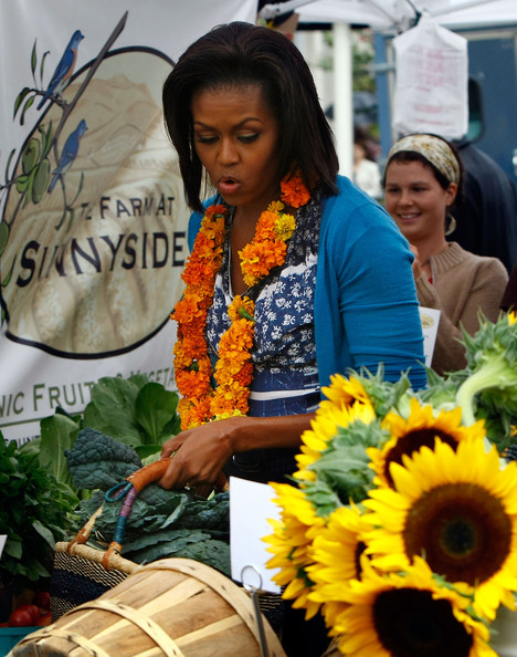 Michelle Obama Visits New Farmers Market In Washington DC [sunflower,flower,yellow,public space,plant,sunflower,floristry,floral design,flower arranging,cut flowers,michelle obama,city officials,farmers market,blocks,produce,new farmers market in washington dc,u.s.,shops,vendors,opening]