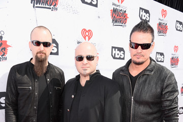 Mike Wengren iHeartRadio Music Awards - Backstage