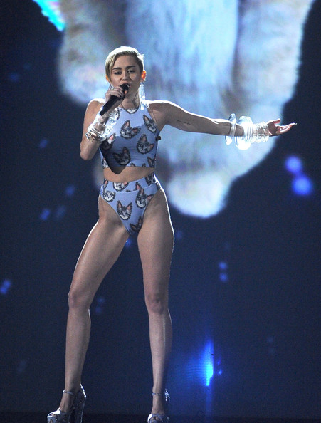Miley Cyrus Shows It All The American Music Awards Show