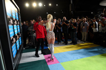Miley Cyrus Mike WiLL Made It 2015 MTV Video Music Awards - Red Carpet