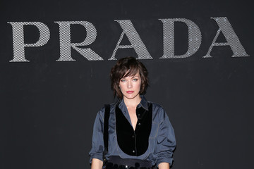 Milla Jovovich Prada - Front Row - Milan Men's Fashion Week SS17
