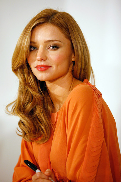 2009 Miranda Kerr Hairstyles for Medium Hair