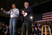 Not Just an Iowa Thing - Is Mitt Romney Wearing 'Mom Jeans'
