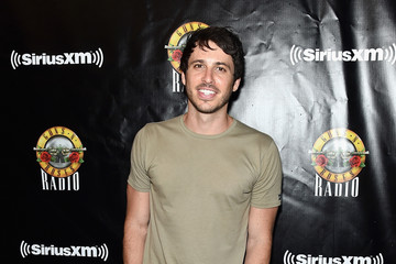 Morgan Evans SiriusXM's Private Show With Guns N' Roses At The Apollo Theater Before Band Embarks On Next Leg Of Its North American 'Not In This Lifetime' Tour