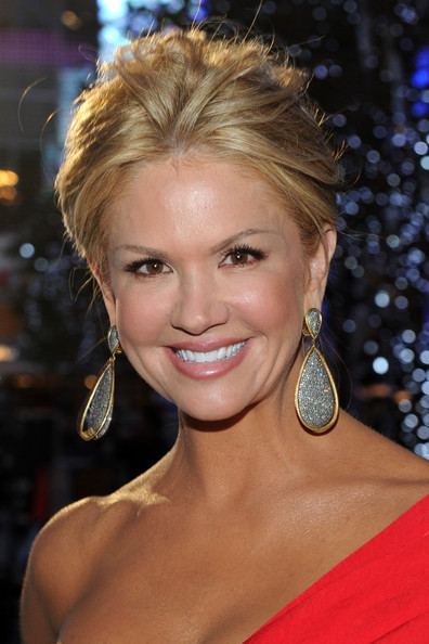 Nancy O'Dell - 2011 People's Choice Awards - Red Carpet
