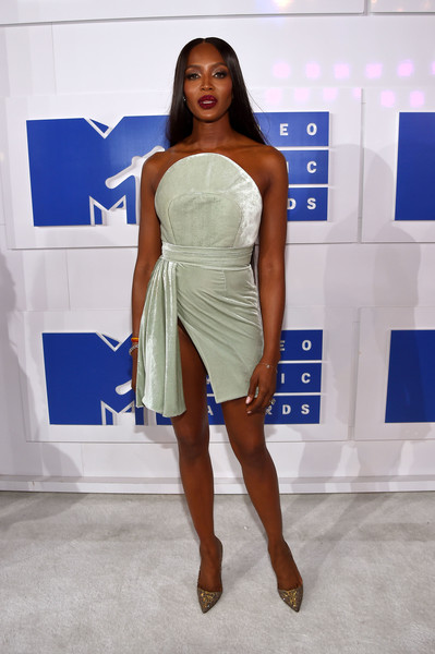 2016 MTV Video Music Awards - Red Carpet [red carpet,fashion model,clothing,fashion,shoulder,dress,cocktail dress,fashion show,beauty,model,fashion design,naomi campbell,mtv video music awards,new york city,madison square garden]