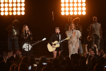 Natalie Maines The 50th Annual CMA Awards - Show