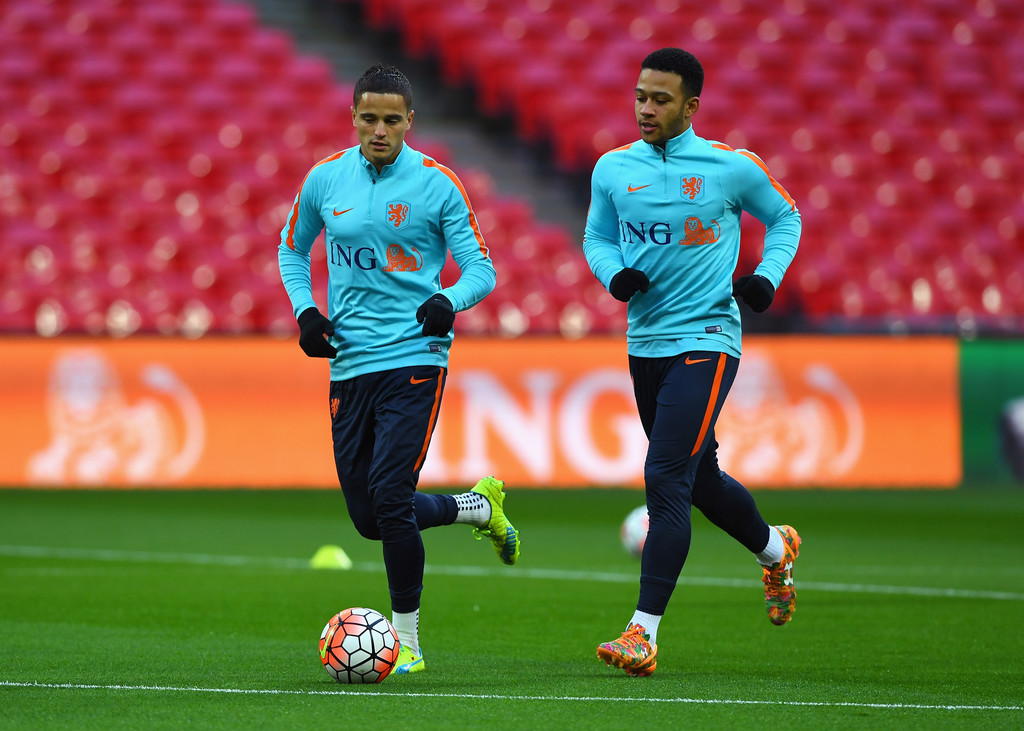 Memphis depay photos photos netherlands training session and press