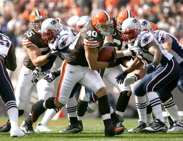 Running back Peyton Hillis #40 of the Cleveland Browns runs the ball by linebacker Jerod Mayo #51 of the New England Patriots at Cleveland Browns Stadium on November 7, 2010 in Cleveland, Ohio.