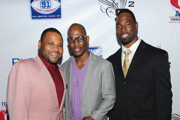 """Justin Tuck Anthony Anderson New York Giant Just Tuck's """"Rush For Literacy"""" Charity Reception"""