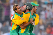 Imran Tahir (L) of South Africa celebrates with team mates AB de Villiers (C) and Graeme Smith after claiming the wicket of Jesse Ryder of New Zealand during the 2011 ICC World Cup Quarter-Final match between New Zealand and South Africa at Shere-e-Bangla National Stadium on March 25, 2011 in Dhaka, Bangladesh.