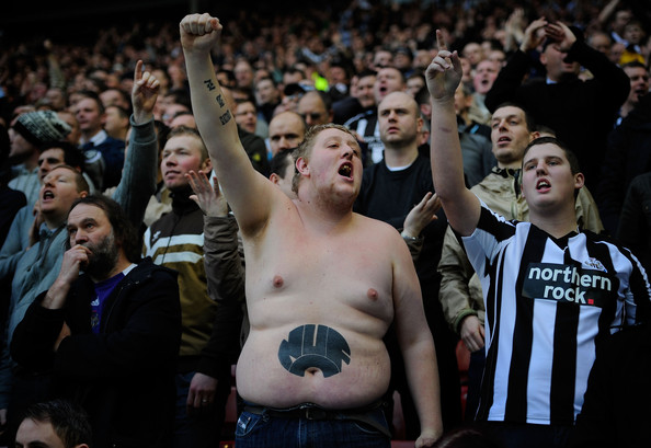 Newcastle+fan+Sunderland+v+Newcastle+United+_L6WPQEaporl.jpg