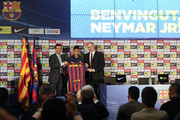 Neymar (C) holds his new jersey with the FC Barcelona Vice-President Josep Maria Bartomeu (L) and FC Barcelona Sport Director Andoni Zubizarreta during his official presentation as a new player of FC Barcelona at Camp Nou Stadium on June 3, 2013 in Barcelona, Spain.
