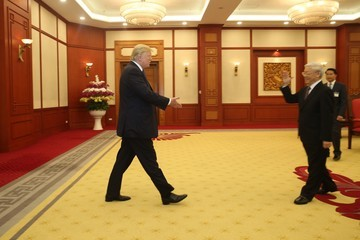 Nguyen Phu Trong Trump Meets His Vietnamese Counterpart in Hanoi