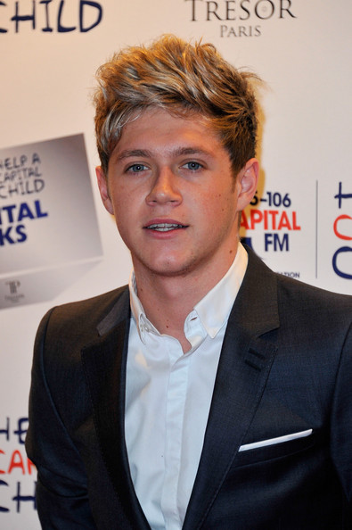 http://www2.pictures.zimbio.com/gi/Niall%2BHoran%2BCapital%2BRocks%2BRed%2BCarpet%2BArrivals%2BolY-FIT_CBBl.jpg