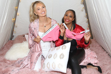 Nichelle Hines Victoria's Secret Hosts Ultimate Girls Night in With Angels Josephine Skriver and Romee Strijd