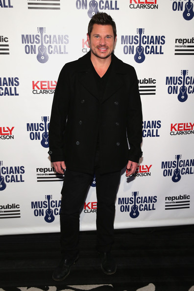 Musicians On Call Celebrates Its 15th Anniversary Honoring Kelly Clarkson And EVP Of Republic Records, Charlie Walk [charlie walk,kelly clarkson,nick lachey,evp,premiere,event,outerwear,suit,carpet,musicians on call celebrates its 15th anniversary,new york city,republic records]